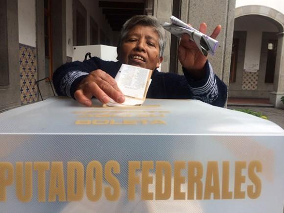 En alguna casilla del Distrito Federal. Foto Carlos Ramos Mamahua