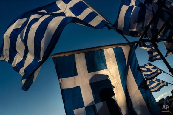Manifestación masiva en Atenas en favor de la permanencia de Grecia en la Eurozona. Foto: AP.