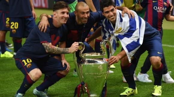 Messi, suárez y Mascherano posan con la Orejona. Foto: AP