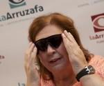 Mujer ojo biónico A