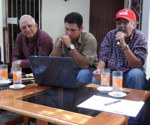 Codina (a la derecha), con el periodista Yasel Porto, al centro, y el autor de estas líneas.