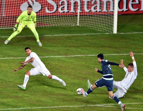 El flaco Pastore fue uno de los mejores sobre la cancha. Foto tomada del perfil en twitter de la Copa América 2015
