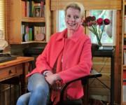Wendy Holden en su casa cerca de Matlock en Derbyshire. Foto: Archivo.