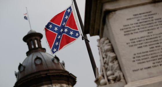 La bandera confederada, en la asamblea de Carolina del Sur. Foto: AFP.