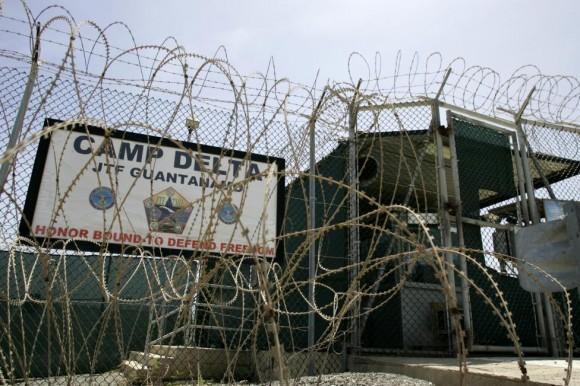 La puerta principal del Campo Delta se muestra en la Estación Naval de la Bahía de Guantánamo, en la Bahía de Guantánamo, Cuba 4 de septiembre de 2007. Foto: Joe Skipper/ Reuters.