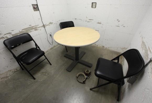 na habitación utilizada para las reuniones entre los abogados y sus clientes se ve en el Camp VI, una prisión utilizado para albergar a los detenidos en Guantánamo Base Naval de Estados Unidos 5 de marzo de 2013. Foto: Bob Strong/ Reuters.