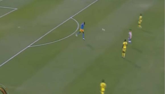 El portero jamaicano Kerr despeja un balón que rechaza en Edgar Benítez y se cuela en la portería. Foto: captura de pantalla de video en youtube