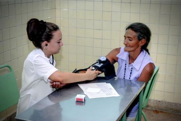 Servicios de salud en Calabazas de Sagua, comunidad montañosa del Plan Turquino enclavada en el municipio de Sagua de Tánamo, provincia de Holguín. Cuba, el 12 de junio de 2015. AIN FOTO/Juan Pablo CARRERAS
