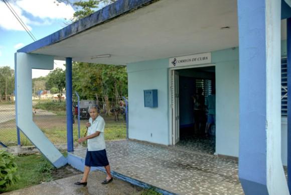 Oficina de Correos en Calabazas de Sagua, comunidad montañosa del Plan Turquino enclavada en el municipio de Sagua de Tánamo, provincia de Holguín. Cuba, el 12 de junio de 2015. AIN FOTO/Juan Pablo CARRERAS