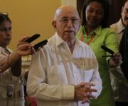 Cancelación de sello en Remedios. Foto: Ismael Francisco / Cubadebate.
