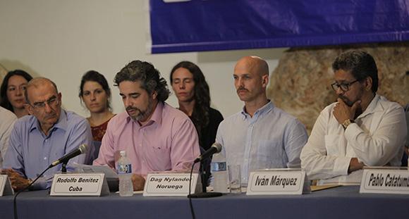 La Comisión deberá promover al reconocimiento de las víctimas, cuyos derechos fueron vulnerados, explicó Rodolfo Benítez, delegado de Cuba en los diálogos de paz. Foto: Ismael Fracisco / Cubadebate.