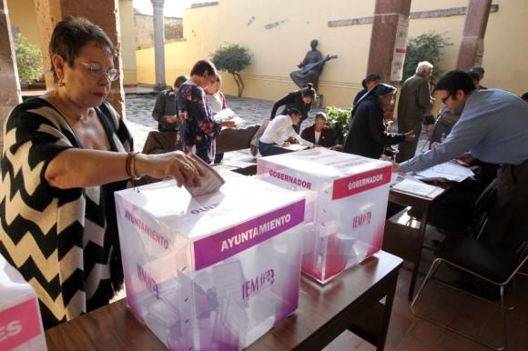Las mesas electorales abrieron sus puertas para recibir a un total de 83,5 millones de votantes llamados a elegir 2.016 cargos. Foto: EFE.