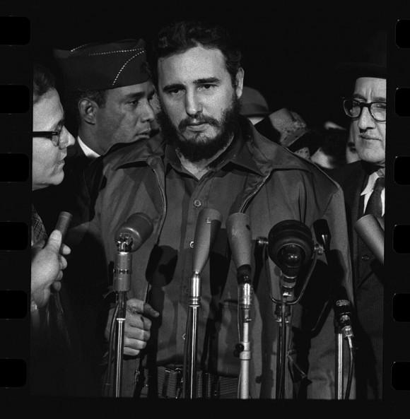 Fidel Castro arriba a la terminal aérea MATS, de Washington DC, el 15 de abril de 1959. Foto: Warren K. Leffler/ Archivo del Congreso de EEUU.