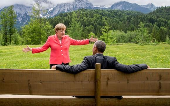 Angela Merkel Canciller de Alemania y el presidente de Estados Unidos estaban tomando un descanso durante la cumbre del G7 en el Castillo Elmau cerca de Garmisch-Partenkirchen, el sur de Alemania. Foto: Getty Images.