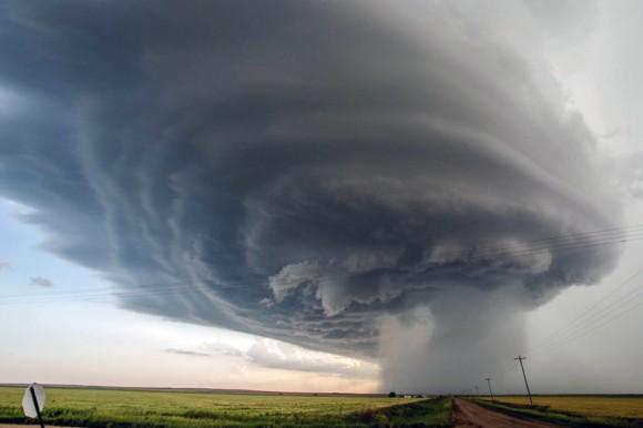 Una tormenta se extiende por todo el cielo cerca Hanston, Kansas. Foto: Barcroft Media.