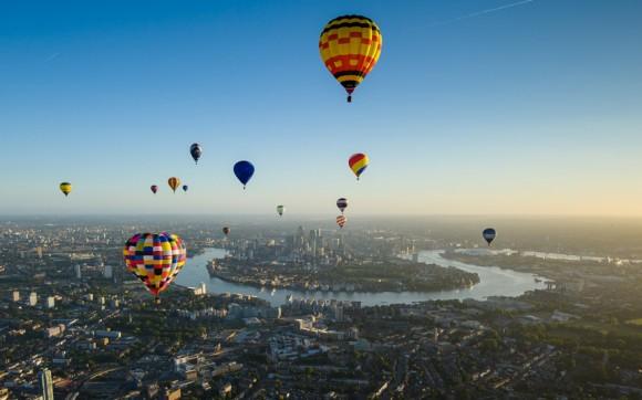regata inaugural del alcalde sobre Londres. Este evento nuevo y único vio cincuenta globos de aire caliente vuelan a través de la ciudad. Foto: Anthony Upton/ BT.