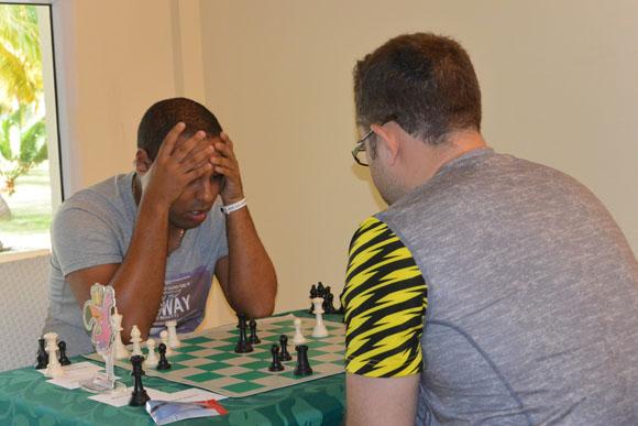 Isán ortiz de frente sigue teniendo un mal torneo. Foto: Katheryn Felipe