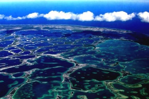Llegar a Christmas no es fácil, hoy hay que volar por espacio de 3 horas desde Tarawa, capital de Kiribati, hasta Nadi, en Fiji, y después por otras 3 horas para arribar a Kirismas.