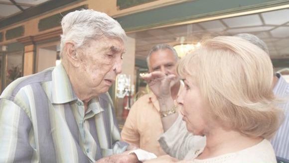 Luis Posada Carriles en el restaurante Versalles, de Miami. Foto: Semanario Libre