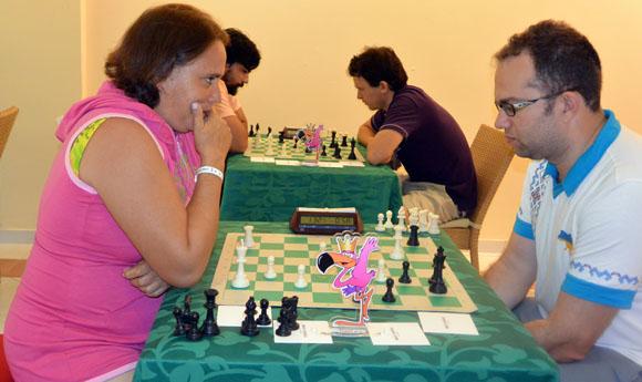 Maritza Arribas, izquierda, estuvo a punto de vencer al poderoso Pavel Eljanov. Foto: Katheryn Felipe