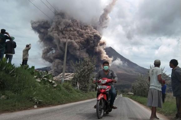 Los habitantes de Namateran se han visto afectados por la actividad volcánica en el Monte Sinabung al norte de Sumatra, Indonesia. Foto: Reuters.