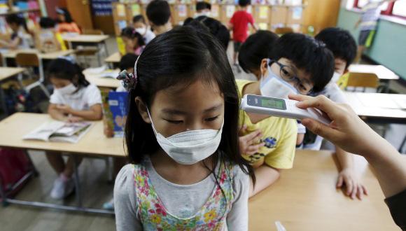 Los colegios de Corea del Sur se protegen del virus. Foto: Reuters