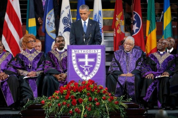 El presidente Obama acudió al funeral del pastor Clementa Pinckney, una de las víctimas del atentado supremacista en Charleston. Foto Reuters.