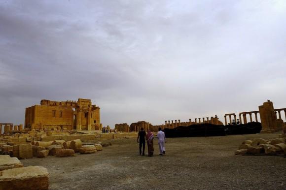 """El director de Antigüedades y Museos de Siria, Maamun Abdelkarim, dijo que la entrada de los yihadistas en la parte monumental de la histórica ciudad era """"un desastre para todo el mundo, no solo para los sirios"""". En la imagen, turistas en el Templo de Bel en octubre de 2010. Foto: Omar Sanadiki/ Reuters."""