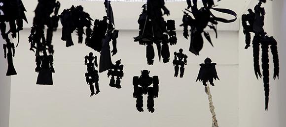 Muñecos elaborados con gomas de carros, de Daldo Marte. Foto: Ismael Francisco/ Cubadebate
