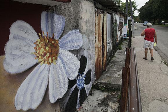 Los colores que le faltaban a Romerillo. Pintada de Adrián Rumbaut. Foto: Ismael Francisco/ Cuabdebate