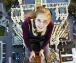 Xenia Ignatyeva, de 17 años, se tomó una selfie desde un puente para impresionar a sus amigos, pero perdió el equilibrio y se electrocutó cuando intentó agarrarse de un cable de alta tensión. Imagen del blog Zapbin, del diario británico Daily Mail.