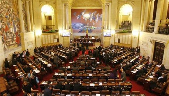Senado colombiano apoya eliminar reelección presidencial. Foto: Telesur.
