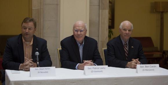 Senadores de EE.UU. a favor del cese del bloqueo contra Cuba