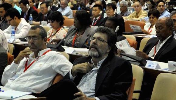 Internet debe tener una gobernanza internacional, democrática y participativa
