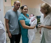 Una pareja sana recibe a su bebé con la misma atención y cuidado de aquellas parejas y madres infectadas por SIDA o  Sífilis. Foto: Ladyrene Pérez/ Cubadebate.