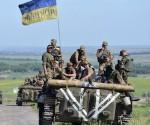Miembros de las fuerzas armadas ucranias patrullan cerca del poblado de Vidrodzhennya, en la región de Donietsk. Foto: Reuters