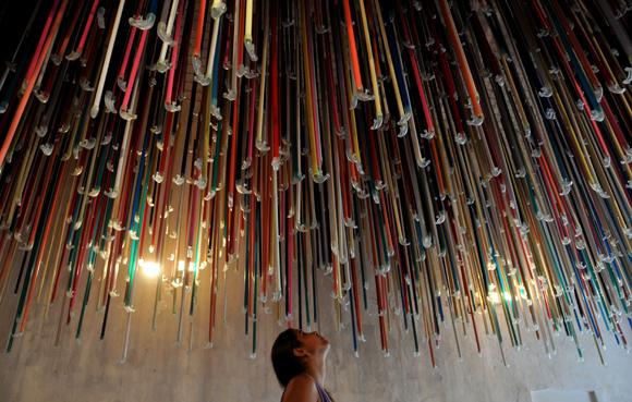 Snorkels en el techo de La Cabaña. La necesidad de otros aires, de Arlés del Rio. Foto: Ladyrene Pérez/ Cubadebate