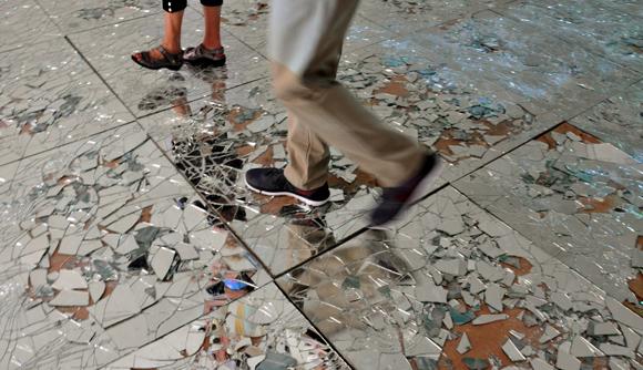 Una instalación en la que romper un espejo no es algo que asuste. Marea alta, de Mabel Poblet. Foto: Ladyrene Pérez/ Cubadebate