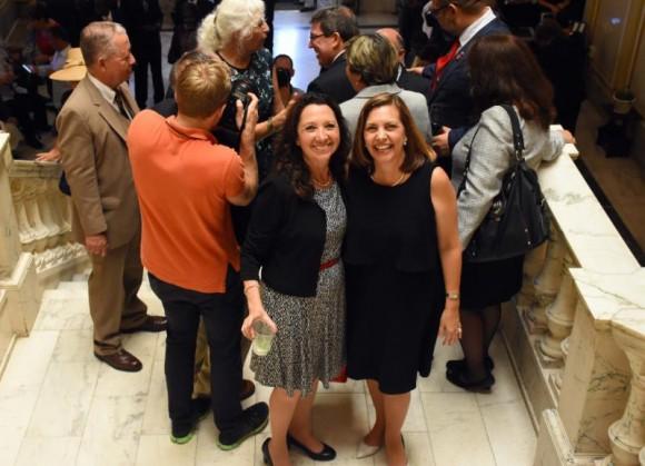 Alicia Jrapko y Josefina Vidal. Foto: Bill Hackwell.