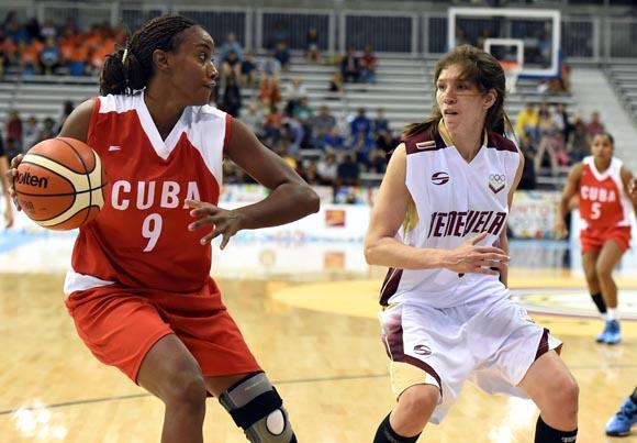 Yamara Amargo dominó a las venezolanas con 32 puntos. Foto: Ricardo López Hevia / Granma / Cubadebate
