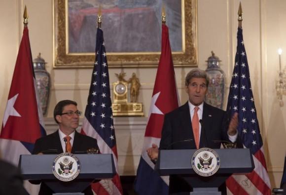 Bruno Rodríguez, canciller cubano (izq) y John Kerry, secretario de Estado de EE.UU. durante la conferencia de prensa. Foto: Ismael Francisco.