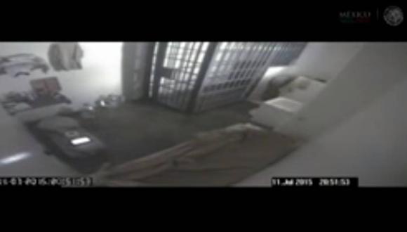 Captura de pantalla del video que muestra la fuga del Chapo Guzmán