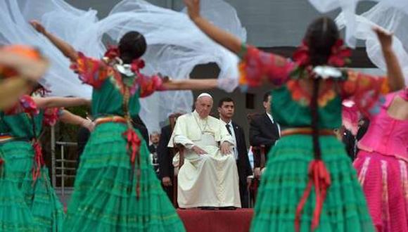 Con cantos y bailes recibieron al papa Francisco en Paraguay, tercera etapa de su gira por Suramérica Foto: AFP