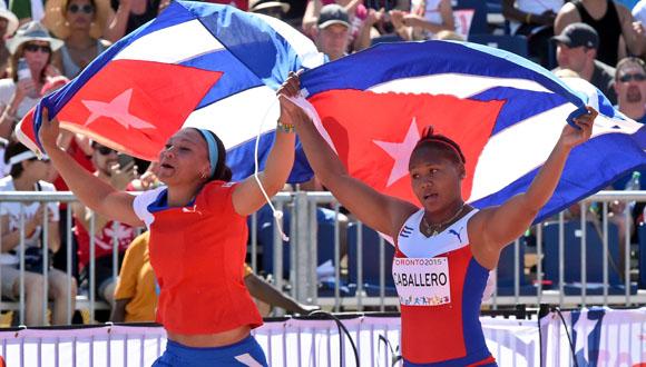 Yaime Pérez y Denia Caballero ganaron la medalla de plata y la de oro respectivamente en el lanzamiento de disco en los Juegos Panamericanos de Toronto 2015. Foto: Ricardo López Hevia/Granma/Cubadebate.