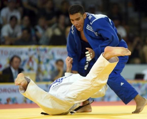 El cubano Magdiel Estrada (azul), conquistó hoy la medalla de oro de los 73 kilogramos, al derrotar al argentino Alejandro Cobas,  en la segunda jornada de este deporte de los XVII Juegos Panamericanos de Toronto, Canadá, EL 12 DE JULIO DE 2015. AIN FOTO/Ricardo LOPEZ HEVIA/Periodico GRANMA
