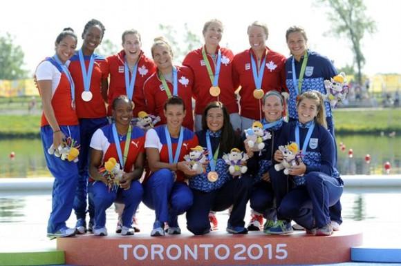 El podio de las premiaciones del canotaje femenino K4 con las cubanas en el segundo lugar. Foto: AP