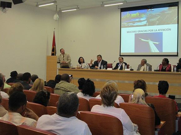 Encuentro con los colaboradores Cubanos en Huíla, donde participaron directivos de diferentes instituciones angolanas de la provincia.