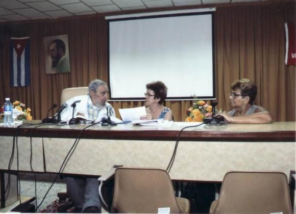 Fidel en el Instituto de Investigaciones de la Industria Alimentaria. Foto: Estudio Revolución