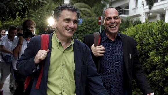 Tsakalotos (izquierda), miembro de Syriza desde hace 10 años, sustituye a Varoufakis como titular de Finanzas. Foto: Reuters.
