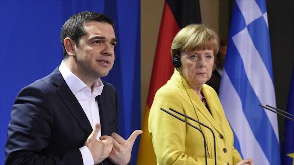 La canciller alemana, Angela Merkel, y el primer ministro griego, Alexis Tsipras, han acordado que el país heleno presente el martes una propuesta sobre un plan de ayuda financiera.